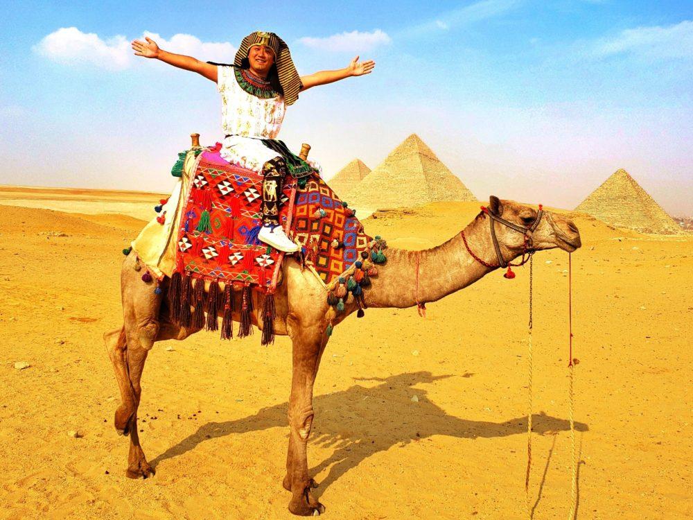 エジプトカイロのピラミッド巡りと私はファラオ